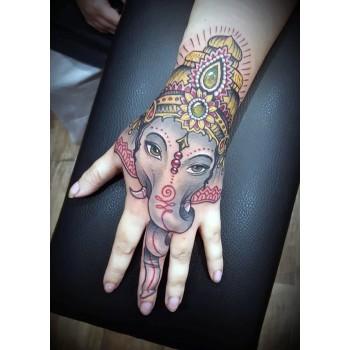 Tatoueur, tatouage THE SEVEN CIRCLES Cahors, salon de tatouage à Cahors.